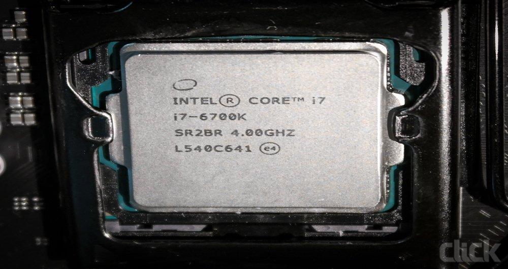تصویری از یک CPUکه اماده است تا خنک کننده روی ان قرار گیرد